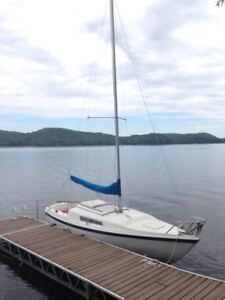 MacGregor 22 Sailboat