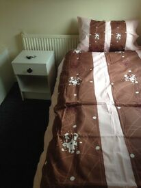 SINGLE ROOM £50 A WEEK ALL BILLS INC NO DSS NO DEPOSIT NO FEES