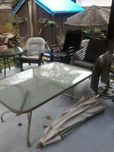 FREE RECTANGLE PATIO TABLE WITH 6 MESH CHAIRS AND UMBRELLA