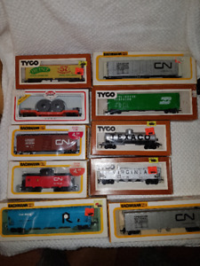 10 Model Train Cars - Bachmann, Tyco, Model Power - HO Scale