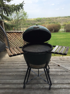 Big Green Egg XL -- The World's Best Smoker.