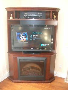 Meuble pour TV 40'' en coin avec foyer électrique valeur  1 500$