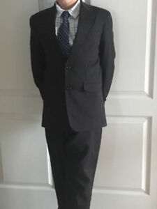LIKE NEW!Boys Black Pin Strip Perry Ellis Suit size 10