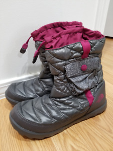 Brand New North Face Woman Boots