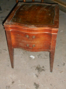 Side table in good condition, needs resurfacing or a nice cover