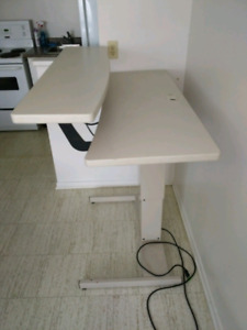 Powered sitting standing computer desk