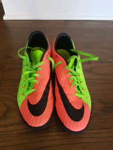 Indoor soccer shoes size 9