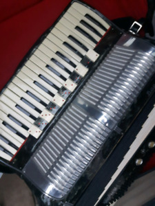 A real pro!4 reeds 11 SOUNDS ACCORDION
