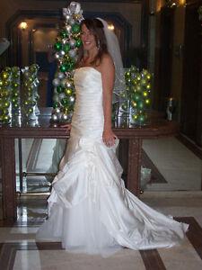 Approximately Size 6 Beautiful Custom Wedding Dress Kitchener / Waterloo Kitchener Area image 4
