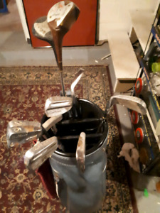 Right hand golf clubs in bag great for somebody just starting Ou