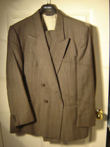 SIZE 36 ITALIAN 2 PIECE SUIT BOUGHT FROM MOORE'S WORN FEW TIME!