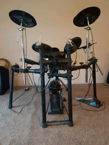 Roland TD4 electric drum kit with throne