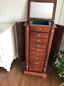 Fantastic 8 Drawer Jewellery Cabinet