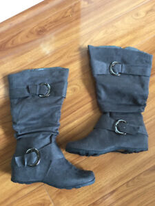 NEVER WORN Wide Calf Grey Boots - Size 7 1/2