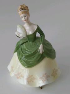 Royal Doulton figurine - Soirée  HN 2312