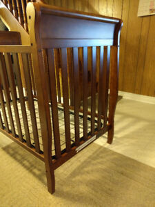 Graco - Sarah Classic 4-in-1 Convertible Crib Baby bed