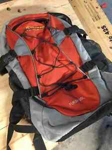 Outbound day-hiking backpack w/ back support