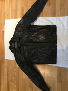 Danier leather black motorcycle type leather. Mint/new cond $50