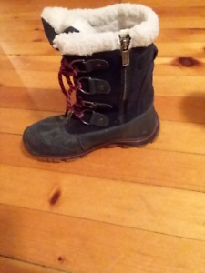 Barely used PAJAR snow boots W9