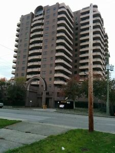 1BR+DEN (2ND BR) 679SF FURNISHED SOUTH FACE SPACIOUS CANADA LINE