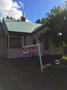 Kimberley House for rent Rotary Drive available Oct 15
