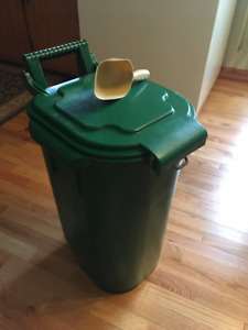 Storage/Compost Bin With Lid