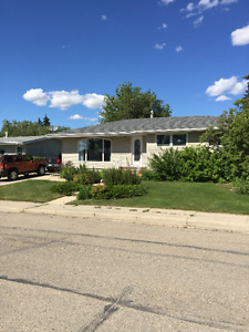 House For Sale in Kindersley!
