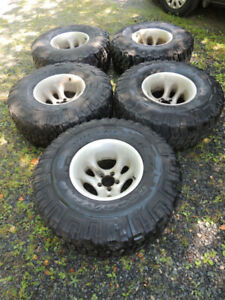35 x 12.50 x 15 Goodyear Wrangler MT/R tires and rims