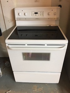 White Frigidaire30 Inch Freestanding Self Cleaning Oven Stove