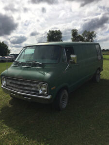 1977 Dodge B200 Custom Van