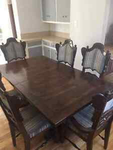 Wooden Dinning Room Table and Chairs!!!