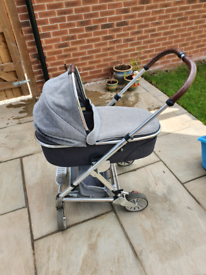 Maxi cosy urbo2 pram with chassis and carry cot
