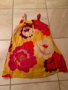 Size 5 cute summer dress. Free Bc there's a little rip. Dieppe.