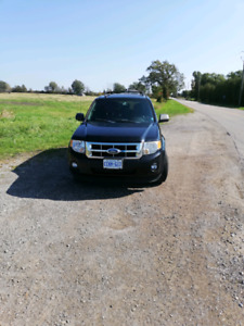 2009 Ford Escape V6 in excellent running condition