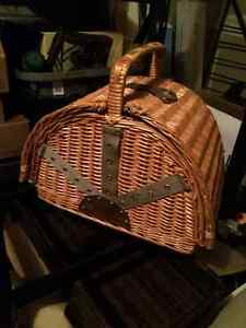 Picnic Basket With 4 Pce Setting For Sale