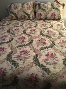 Queen size comforter and shams