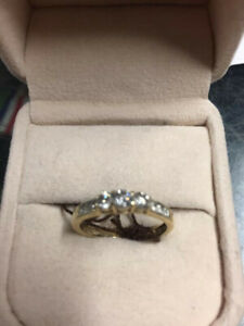 Ladies ring with rose of 10 point diamonds 14 k