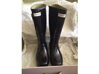 Brand New in Box Hunter Wellies Size 7 Gloss Black