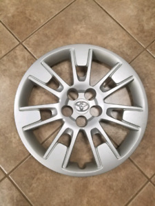 4 Toyota hubcaps.  16 inch. 80$