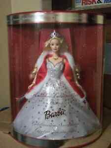 2001 Holiday Barbie Mint Condition Kawartha Lakes Peterborough Area image 1