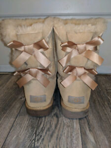 Uggs: Women's Bailey Bow II Boots (size 7, but fits size 8 feet)