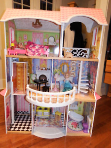 Kidcraft Magnolia Mansion Dollhouse with two dolls