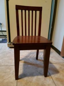 4 Chaises en bois pour enfants