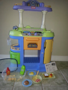 Little Tykes Kitchen -In Brand New Condition with Talking Food