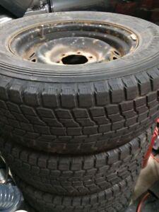 Roue d'acier et pneu de 17 po. pour Toyota 4 Runner
