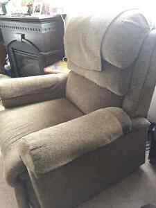 Leather Couch and Power Lift chair for sale Regina Regina Area image 4