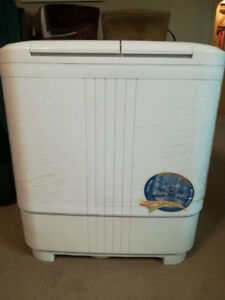 2 in 1 Washing Machine and Dryer. Mint Condition.