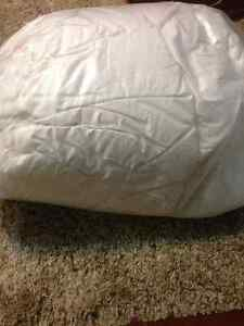 Down comforter queen size Prince George British Columbia image 1