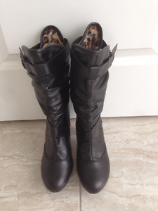 C'est Chic black Boots for lady / woman, SIZE 8, brandnew