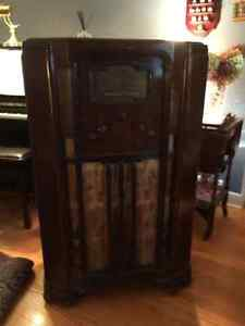 Antique Stromberg Carlson radio